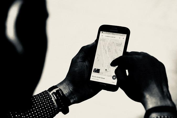 Oltre al  possesso dell'autorizzazione, il titolare dell'impresa deve essere in grado di dimostrare di aver adeguatamente informato i lavoratori sul funzionamento dei sistemi installati e sull'esecuzione dei controlli e di trattare i dati raccolti mediante i sistemi di videosorveglianza e satellitari nel rispetto dei requisti di privacy.