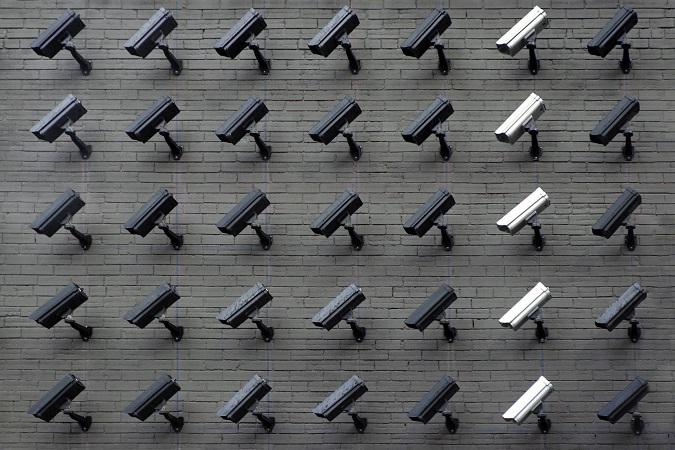 Nel caso sia presente anche un solo lavoratore, il titolare dell'impresa deve ottenere specifica autorizzazione all'installazione di sistemi di videosorveglianza e satellitari, prima della loro installazione.