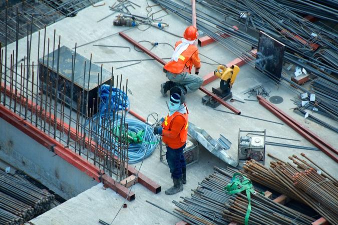 Se le attività che un soggetto giuridico (committente) affida a un altro soggetto giuridico (impresa o lavoratore autonomo) comportano i lavori edili o di ingegneria civile indicati nell'allegato X del  D. L.vo 81/08 e ss.mm.ii., si  applicano le disposizioni del Titolo IV del decreto citato.