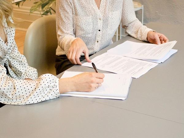 Il registro dei trattamenti è un obbligo con deroghe, questo significa che la normativa (art. 30 del GDPR) prevede che ogni titolare e responsabile del trattamento debbano redigere il registro fatta eccezione per alcuni casi specifici che vengono elencati dal testo di legge.