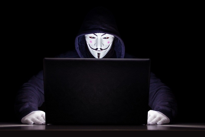 """Nella gestione privacy del sito web fai il possibile affinché tutto quanto contiene la navicella sia sicuro e inattaccabile dai """"pirati""""."""
