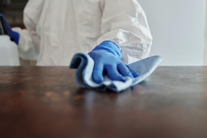 L'aspetto della formazione non risulta eludibile neppure nel caso in cui il datore di lavoro decida di affidare a lavoratori dipendenti le attività di pulizia e sanificazione contro il COVID-19.