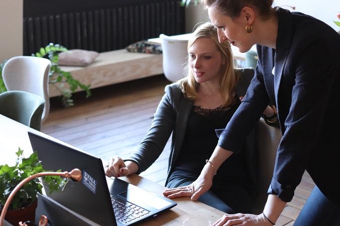 Il mondo dei fondi interprofessionali ha la sua complessità e quindi, sì, ci sono consulenti che aiutano a orientarsi nella scelta del fondo più adeguato e nella gestione dei piani formativi.