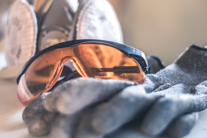 Come verificare guanti e occhiali di protezione che i lavoratori cambiano con maggiore frequenza? E le mascherine filtranti e gli otoprotettori?
