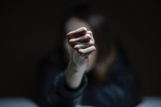 Se il lavoratore si presenta al lavoro con alitosi alcolica, rallentamento nell'espressione verbale, andatura vacillante, scarsa o limitata coordinazione, oppure presenta comportamenti rischiosi, elevata e ingiustificata litigiosità o, ancora, esegue azioni contrastanti con le procedure di sicurezza aziendale, ci si trova ad affrontare un caso di ragionevole dubbio di ubriachezza.