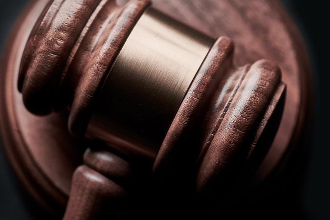 L'intervento della Procura avvia un procedimento penale a carico dei presunti responsabili dell'infortunio che sono chiamati a dimostrare, per il tramite di un proprio legale o di un avvocato nominato d'ufficio, la propria estraneità ai fatti.
