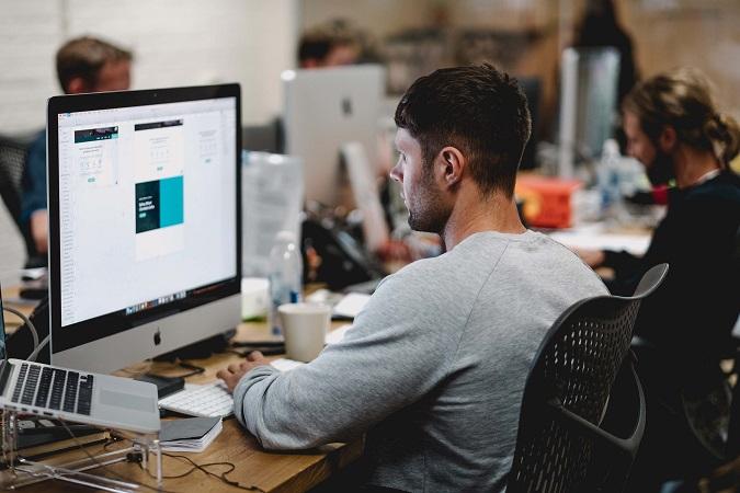 L'utilizzo di software con accessi da remoto o installati localmente (su postazioni di lavoro o server) e i servizi cloud rientrano tra le tipologie di trattamento di dati personali ormai tipici di ogni realtà aziendale.