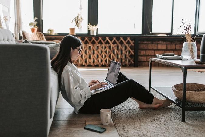 """BYOD è l'acronimo dell'espressione inglese """"bring your own device"""", che identifica l'utilizzo, sempre più diffuso, dei dispositivi digitali personali per svolgere mansioni lavorative."""
