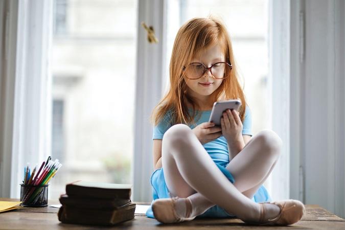 Per quanto concentrato sul lavoro un dipendente possa essere, l'utilizzo per finalità personali di un dispositivo digitale di proprietà si può considerare certo al di fuori dell'orario di lavoro, e magari anche da parte di familiari.